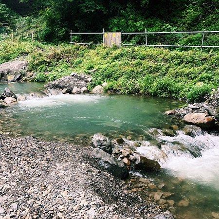 Kosuge-mura, Japón: Sauna Camp.おススメの #サウナキャンプ フィールドは、焚き火と遊泳がOKな場所。ここは多摩川の源流でミネラルウォーターの採水地とあって、とにかく水がきれい!