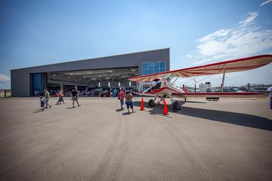 Exploration of Flight: Live aircrafts on display.