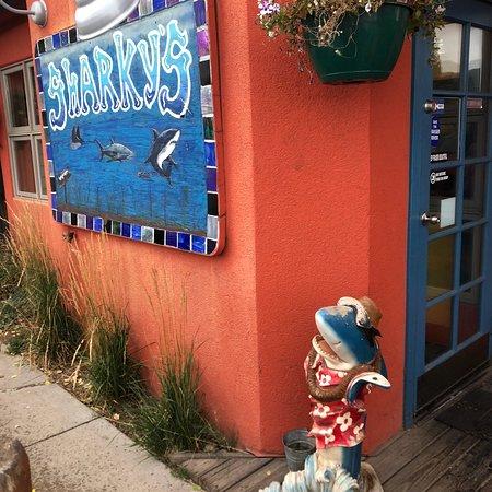 Sharky's Eatery: photo0.jpg