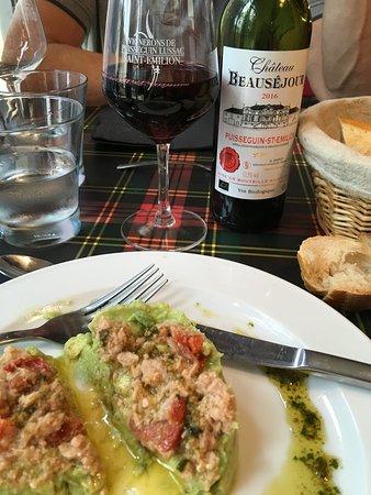Puisseguin, فرنسا: Avocadomus mit Thunfisch