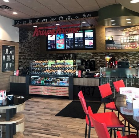 Evergreen Park, IL: dining area & front counter at Krispy Kreme doughnuts