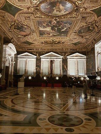 Scuola Grande di San Rocco : Vista do salão para o outro lado