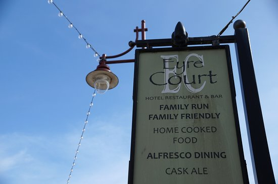 Eyre Court Hotel : Outside
