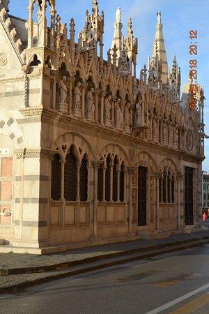 Santa Maria della Spina: профиль