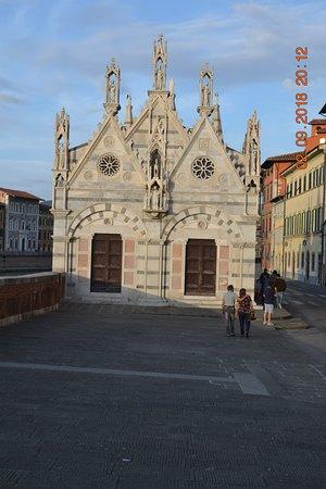 Santa Maria della Spina: фасад