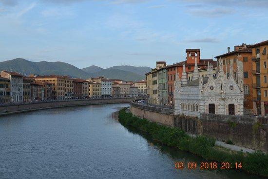 Santa Maria della Spina: вид с моста