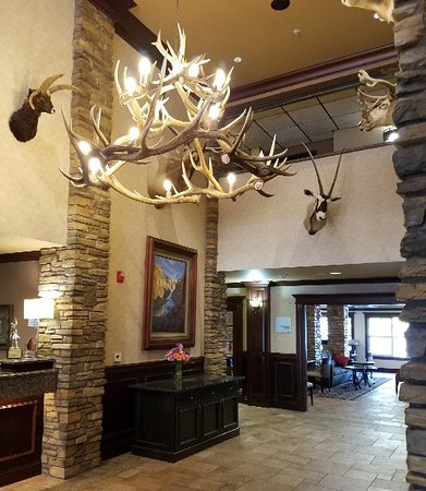 Holiday Inn Express & Suites - The Hunt Lodge: Lobby Sept 2018