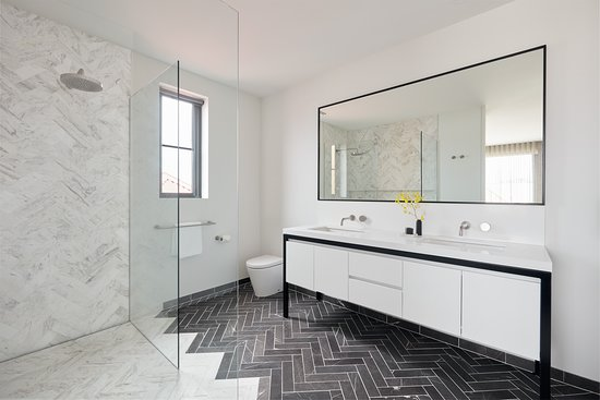Carmel at Sorrento: 1 of 3 spacious bathrooms in the Luxury Exclusive Penthouse