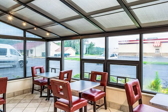 Taylorsville, IN: breakfast area