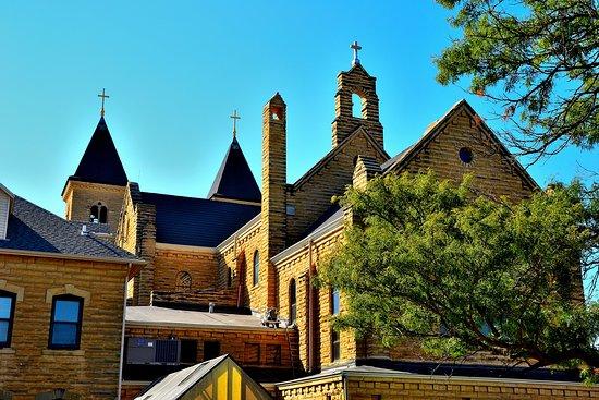 Victoria, KS: Church