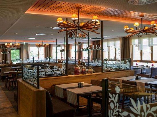 Valbella, Swiss: Restaurant
