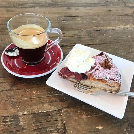 Helensville, Nueva Zelanda: Husk - Macadamia Store + Eatery