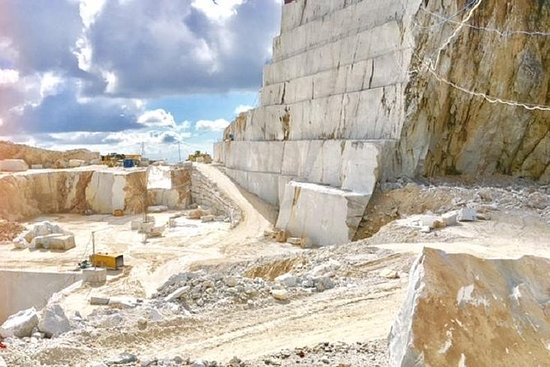 Carrara Marble Tour Small Group fra...