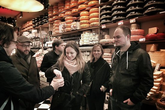 Walk and taste the best Dutch food of...