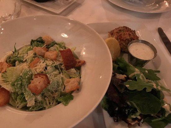 Ridgewood, نيو جيرسي: Crab cakes and Caesar's salad