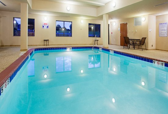 Holiday Inn Express Hotel & Suites Mount Airy South: Pool