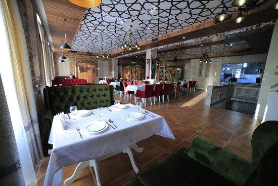 Vella Elegant Restaurant & Ba
