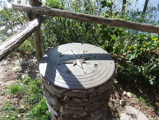 Pieve Ligure, Itália: Tavola orientativa davanti alla chiesa