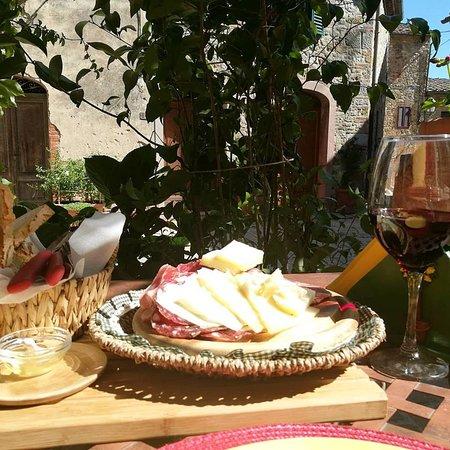 San Gusme, อิตาลี: Tagliere toscano con un buon chianti