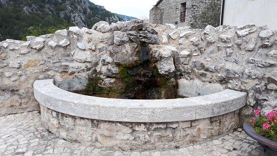 Barrea, Italien: La piazzetta