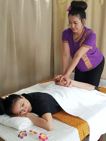 nagelmanikyr asiatisk massage