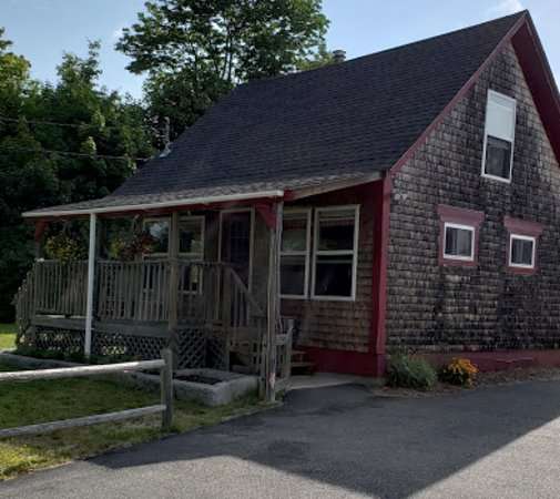 Franklin, ME : This cozy little takeout offers the best food!