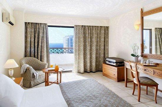 Mitsis Petit Palais Beach Hotel: Guest room