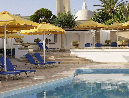 Mitsis Petit Palais Beach Hotel: Exterior