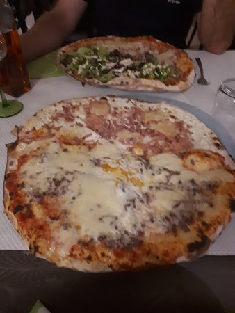moitié tarte flambée et moitié pizza 4 fromages
