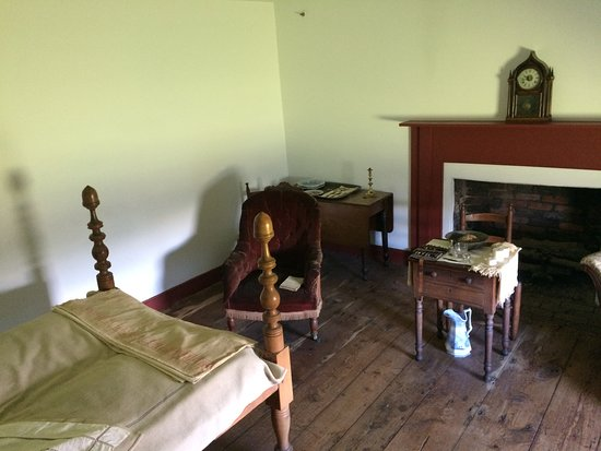 Woodford, VA: Original bed, blanket and clock from time of Jackson's death