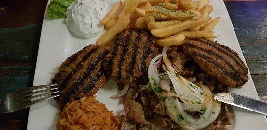 egeon palagos : le plat avec les poissons et crustacés - picture of