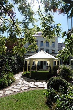 Talbot House: Garden view