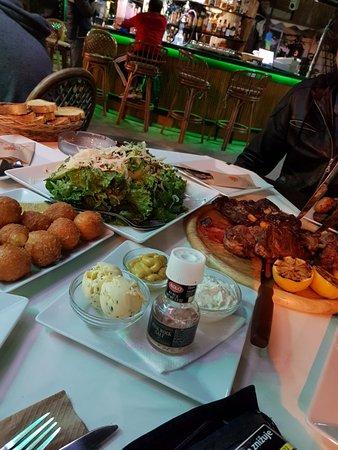 Πιάτσα Μιχάλης: Great place, excelent food, very nice people :)