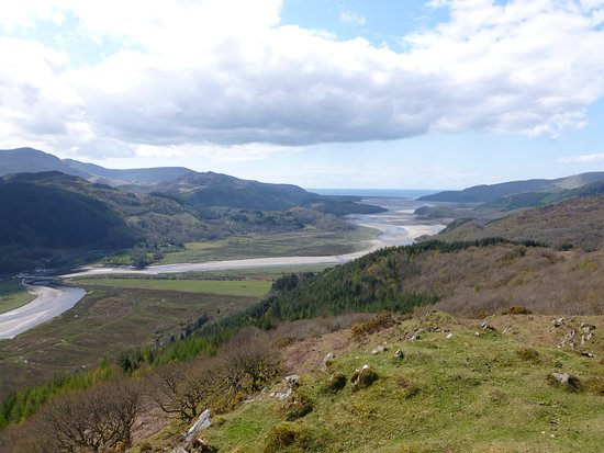 Dolgellau, UK: Looking down towards Barmouth