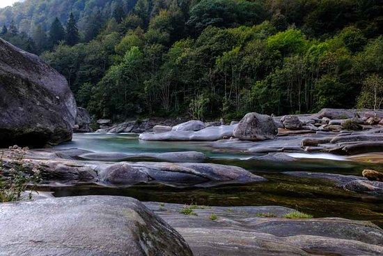 Lavertezzo, Suíça: Rotsen en helder water