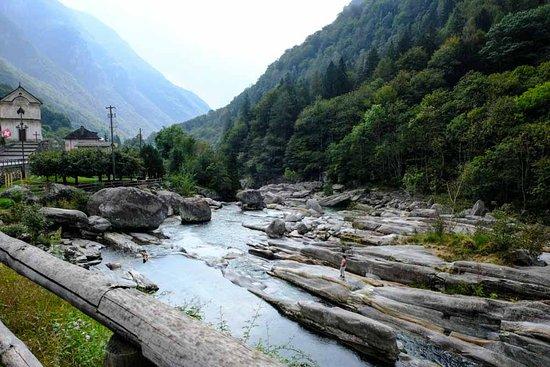 Lavertezzo, Schweiz: rotsen en helder water