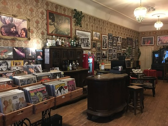 Liepaja, Latvia: Vinilkoks - coffe & music shop