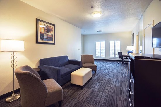 Arena Hotel: Deluxe Suite Living Room