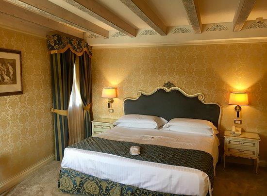 Hotel Antiche Figure: Beautiful room!