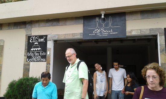 Eli'Sweet: Foreigners and Locals went for the 1st breakfast served in the new locale