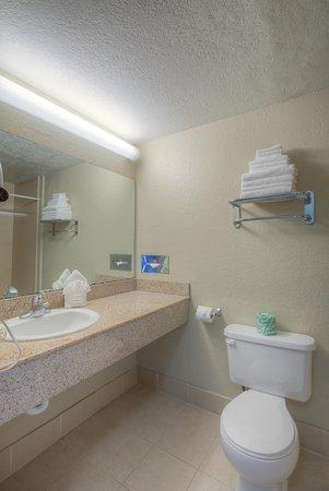 Good Nite Inn Fremont: Guest Room Bathroom