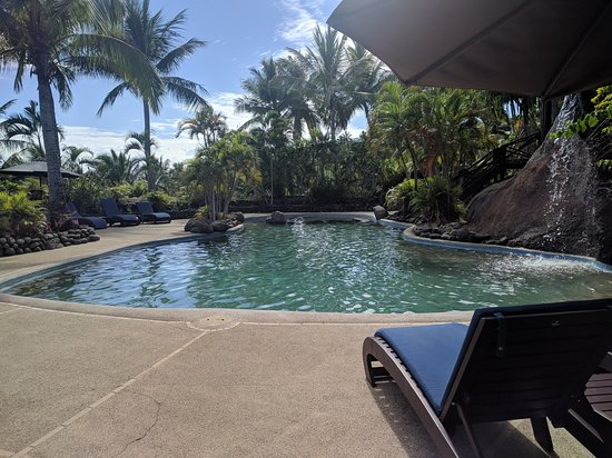 Rakiraki, Fiji: Pool waterfall on the right