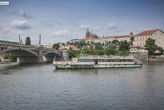 ヴルタヴァ川プラハの観光クルーズ