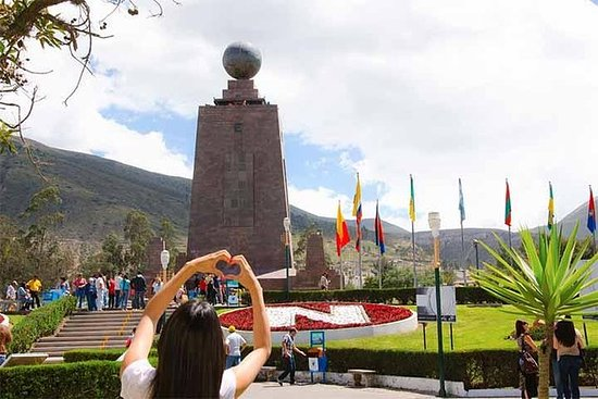 Mitad del Mundo Tour in Double Decker ...