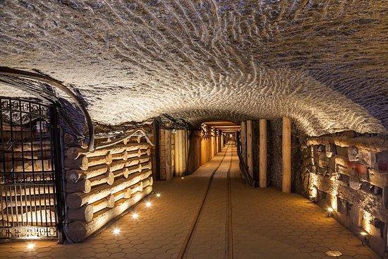 From Krakow: Wieliczka Salt Mine Tourist Route: From Kraków: Wieliczka - Salt Mine