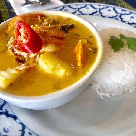 House of Siam Thai Restaurant: Lunch idea, Padthai prawn, Prick-king Gai, crab meat fried rice, Thai beef salad, Thai Garlic Pr