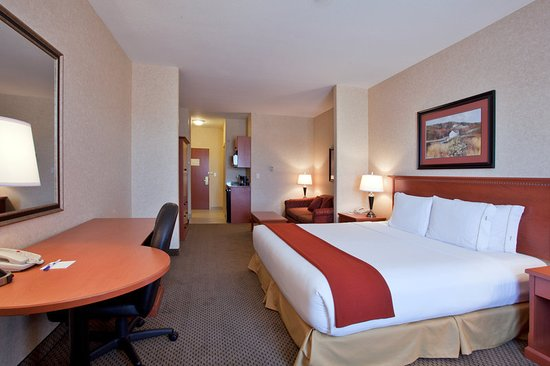 Holiday Inn Express Suites Airdrie: Suite
