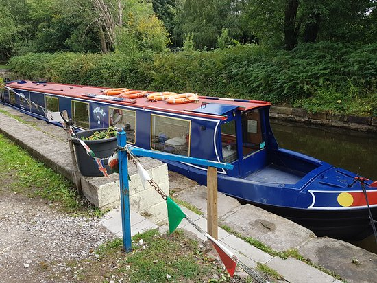 Jones the Boats: The narrow boat