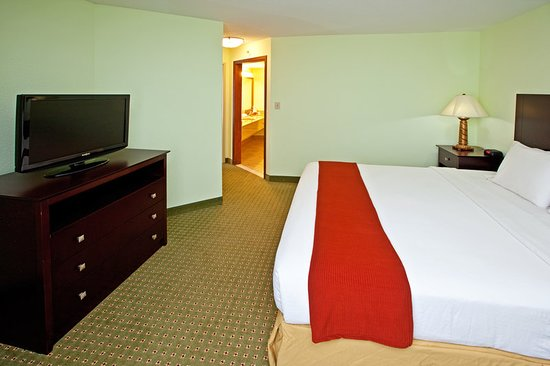 Holiday Inn Express and Suites Scottsburg: Suite