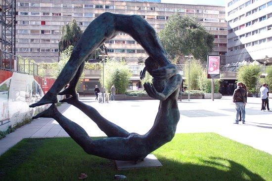 Sculpture La Terre